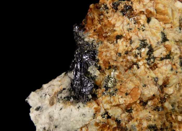 molibdenit1_2.JPG